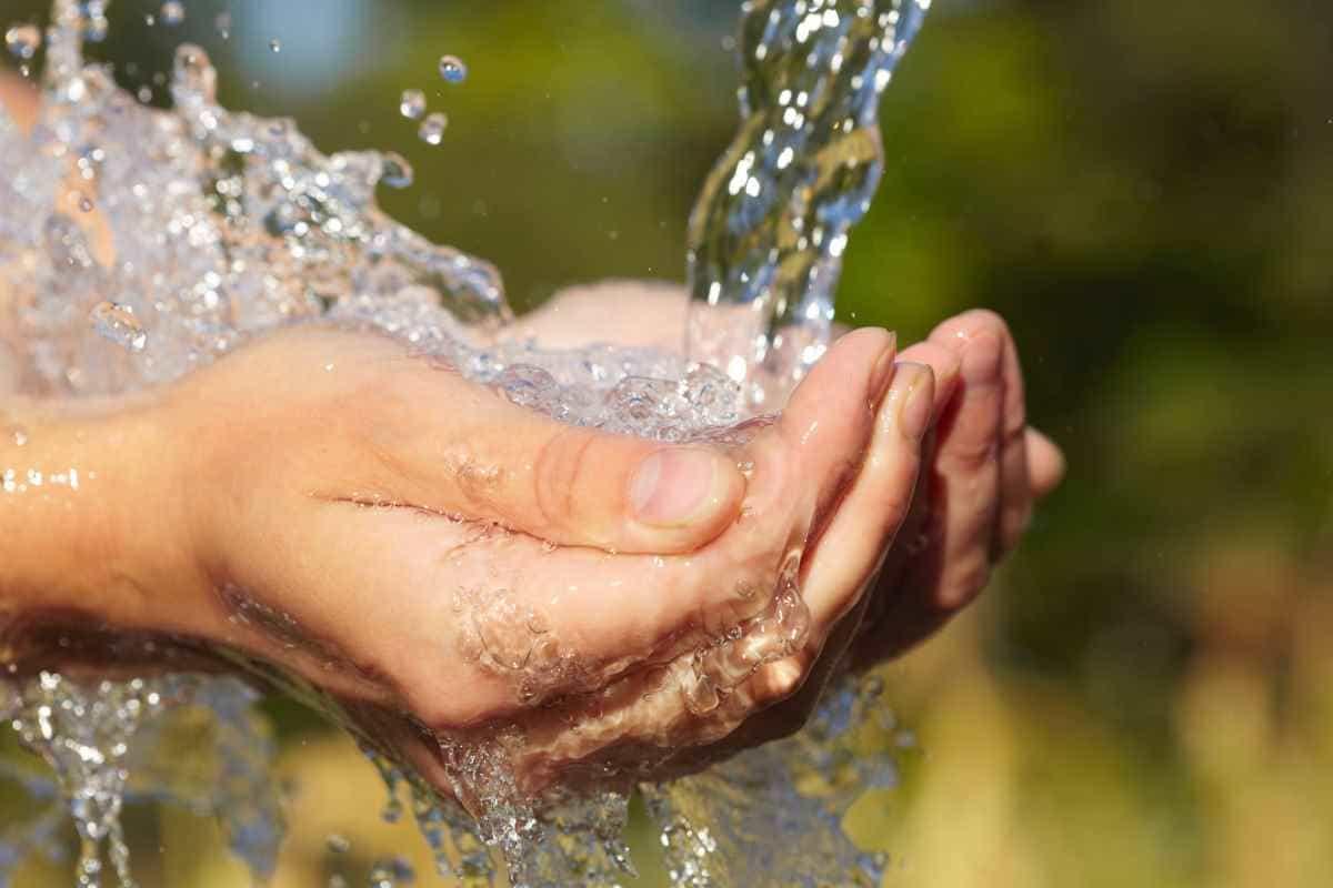 zdjęcie woda ręce